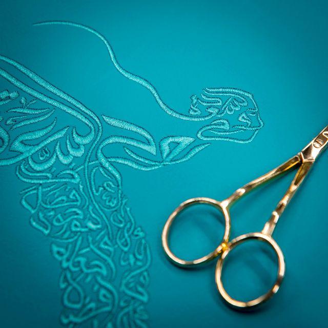 При разработке интерьера автомобиля дизайнеры вдохновлялись арабской каллиграфией