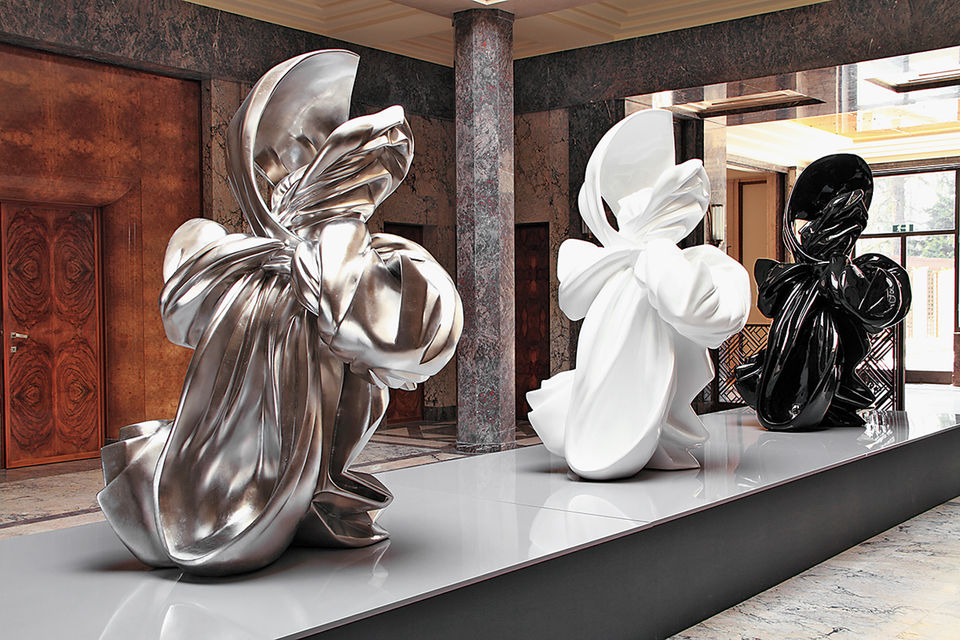 Работы художницы и скульптора Orlane с выставки «Бесстыдство и гнев женщин», устроенной  The Boghossian Foundation на Villa Empain в 2011 г.