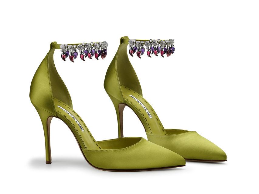 Туфли из зеленого шелкового атласа с драгоценными ремешками – совместный проект Manolo Blahnik и Bulgari