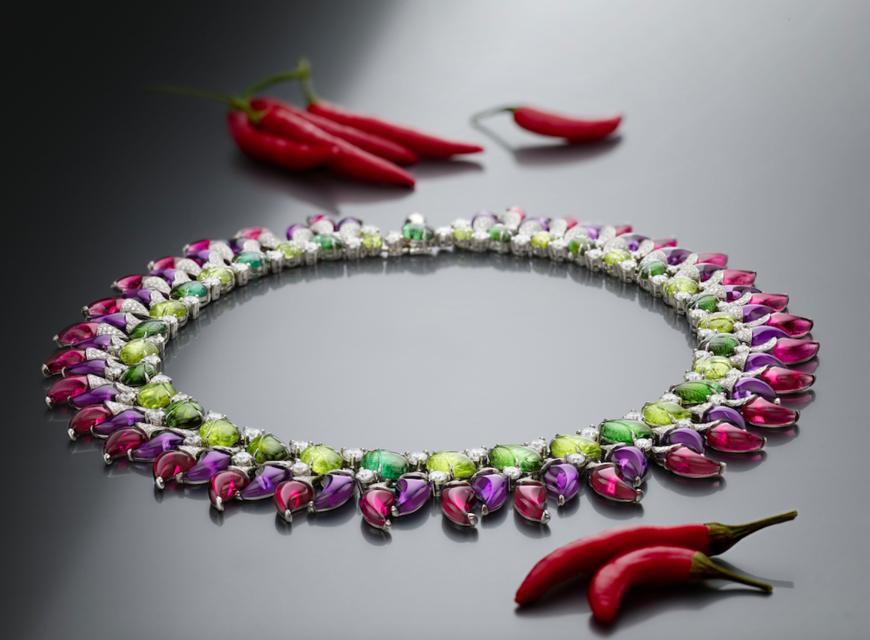 Розовые драгоценные камни в форме перца чили – главная «изюминка» ожерелья из коллекции Bulgari High Jewellery «Festa»