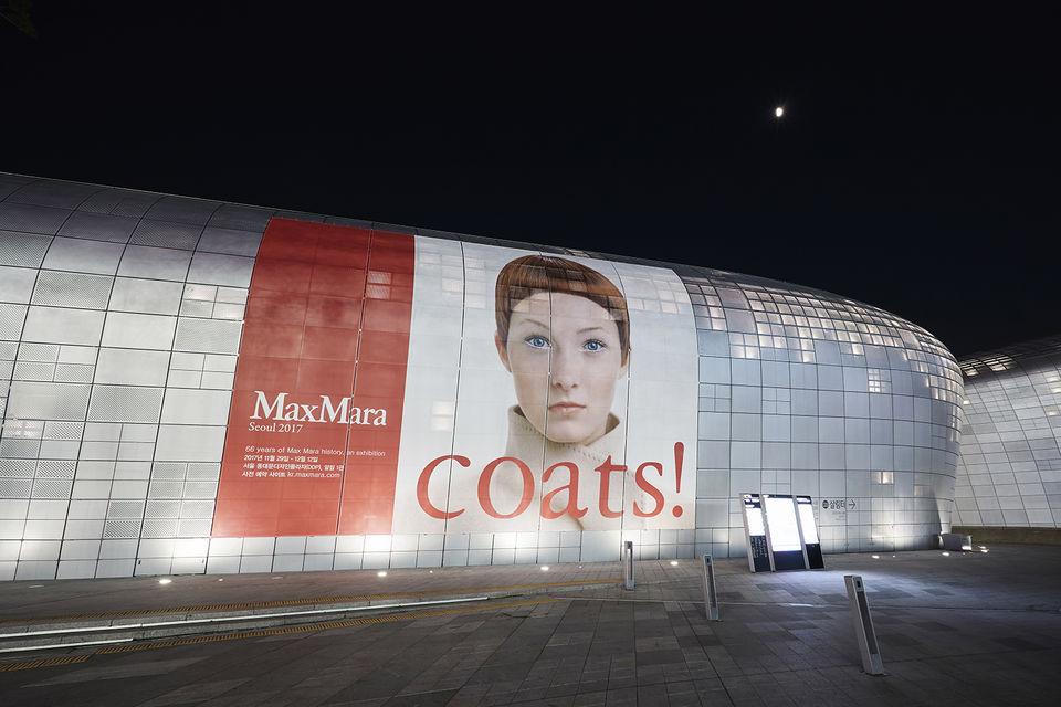 В Сеуле, в центре современного искусства Dongdaemun Desighn Plaza открылась выставка «Coats! Max Mara»