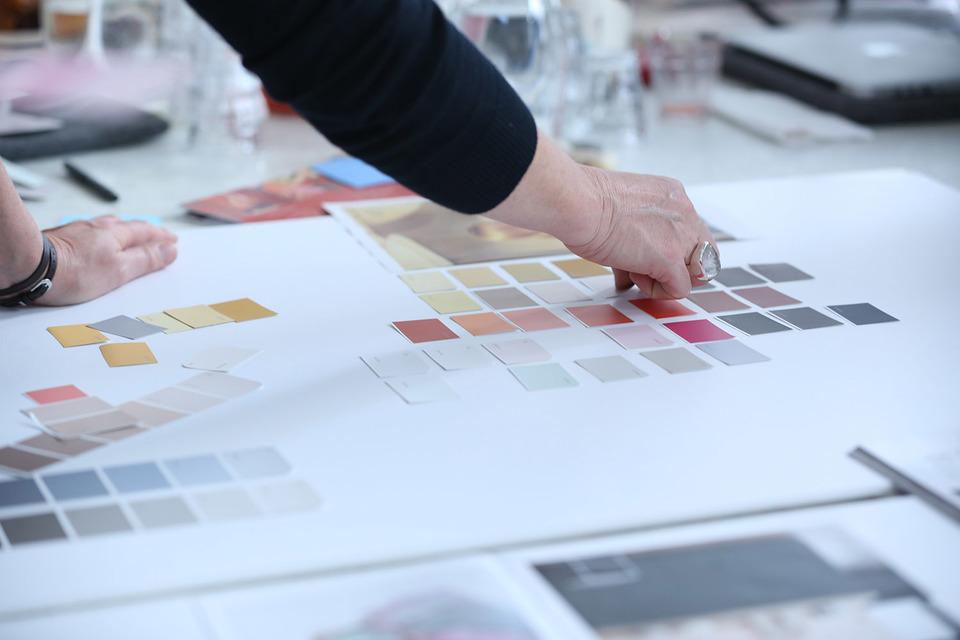Выбор главного цвета года – серьезная аналитическая работа, затрагивающая все направления повседневной жизни людей, включая моду, интерьерный дизайн, настроения в обществе