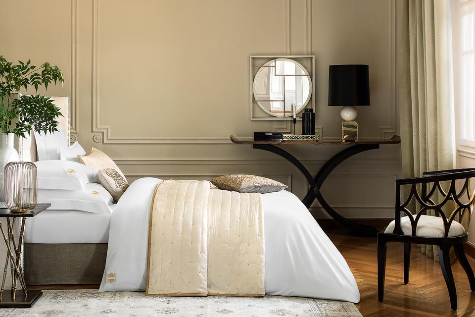 При выборе постельного белья клиенты Togas могут попросить украсить его личной монограммой или орнаментальной вышивкой