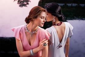 Модели в драгоценностях из высоко ювелирной коллекции Le Secret, Van Cleef & Arpels