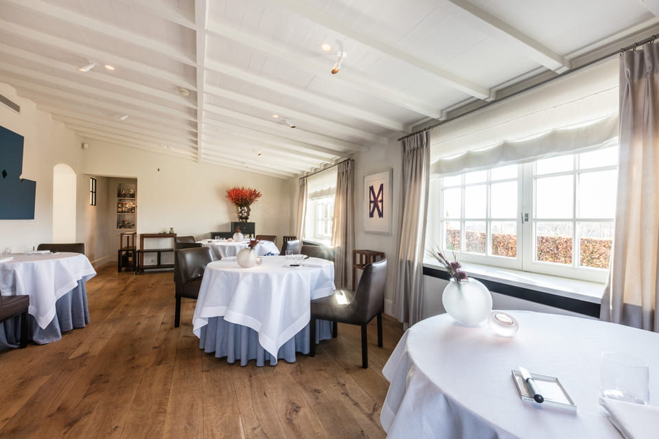 Внутреннее убранство ресторана Hof van Cleve