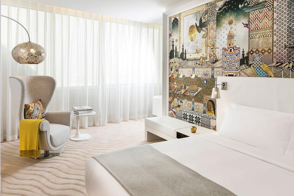 Пространство сьюта в отеле Mondrian Doha