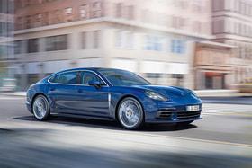 У второго поколения Porsche Panamera – матричные фары со светодиодными ходовыми огнями