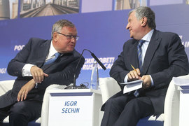 Андрей Костин (слева) помог Игорю Сечину совершить сделку года