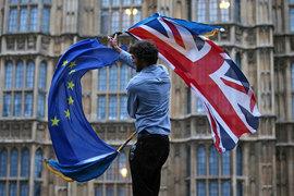 Великобританию и ЕС ждет бурное расставание
