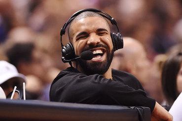 За год пользователи Spotify 4,7 млрд раз прослушали песни рэпера Дрейка