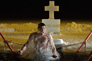 В России православные христиане празднуют Крещение