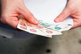 40% сотрудников малых и средних компаний получают зарплату в конверте на основной работе и 55% – на дополнительной, по данным «Mail.ru для бизнеса». Это выше, чем по предприятиям в целом