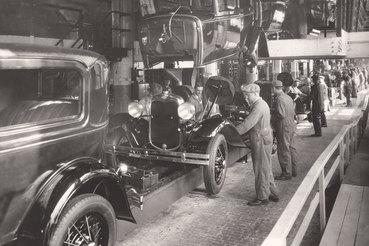 С 1921 по 1929 г. реальный ВНП на душу населения в США вырос впостоянных долларах почти на 30%, это сопровождалось бурным прогрессом технологий