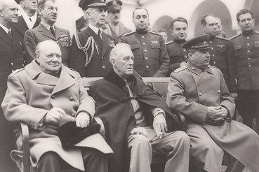 Классические кадры Ялтинской конференции не дают покоя нынешней российской власти, очень хочется выпустить второе издание