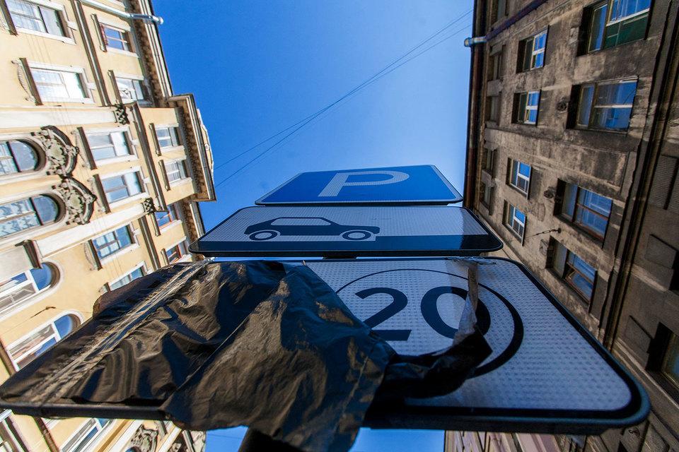 В северной столице отложили срок наказания автомобилистов, которые не выплачивали запарковку