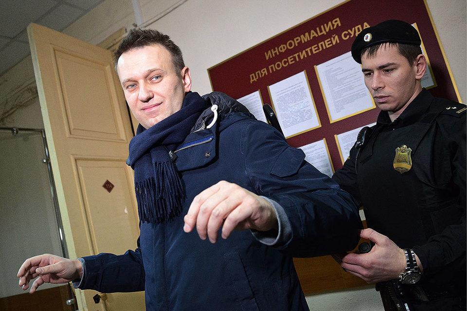 СНавального иОфицерова взяли подписку оневыезде изКирова