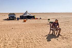 Игорь Столяров в ожидании окончания досмотра автомобиля на блокпосту Мавритании