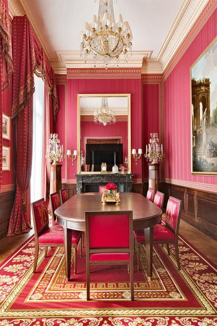 Гостиная в сьюте Imperial: здесь и ткани, и мебель – исторические подлинники