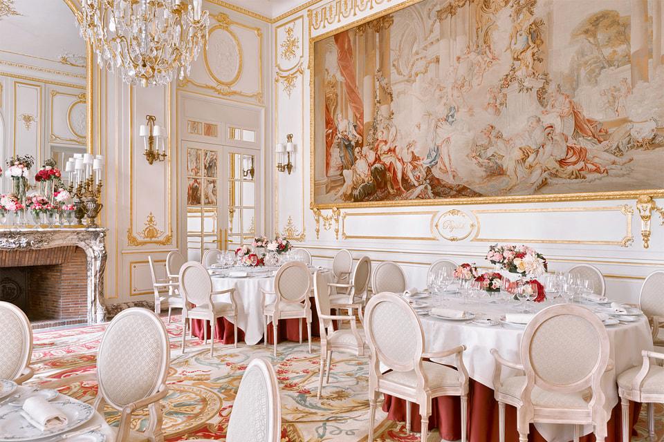 Один из салонов отеля – прямой отсыл к истории Ritz, поставившему во главе угла высочайший уровень не только роскоши, но и гостеприимства