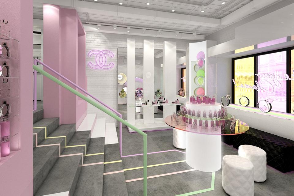 В этом году бутик Chanel в обновленном формате переехал на Патриаршие пруды