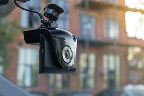 Одна из «мужских» опций – видеорегистратор Neoline