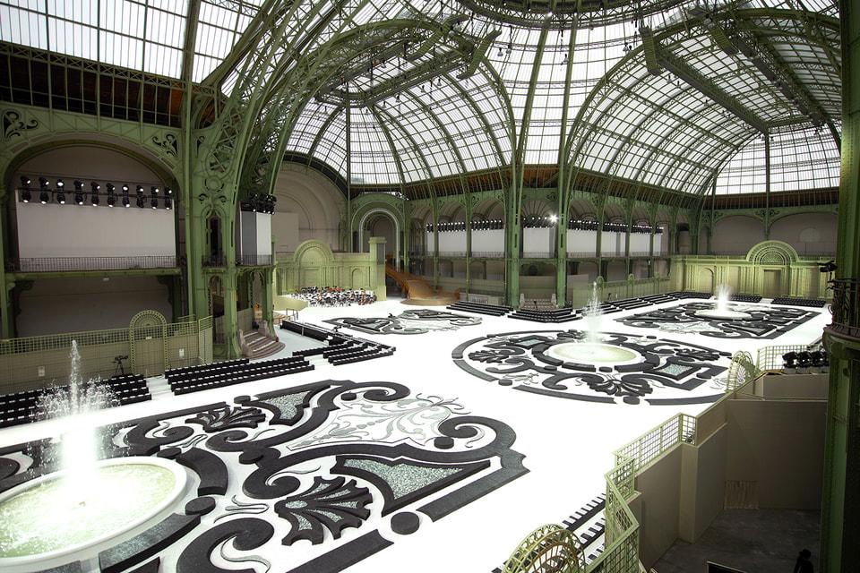 В Гран-Пале с 2005 года проходят показы Chanel
