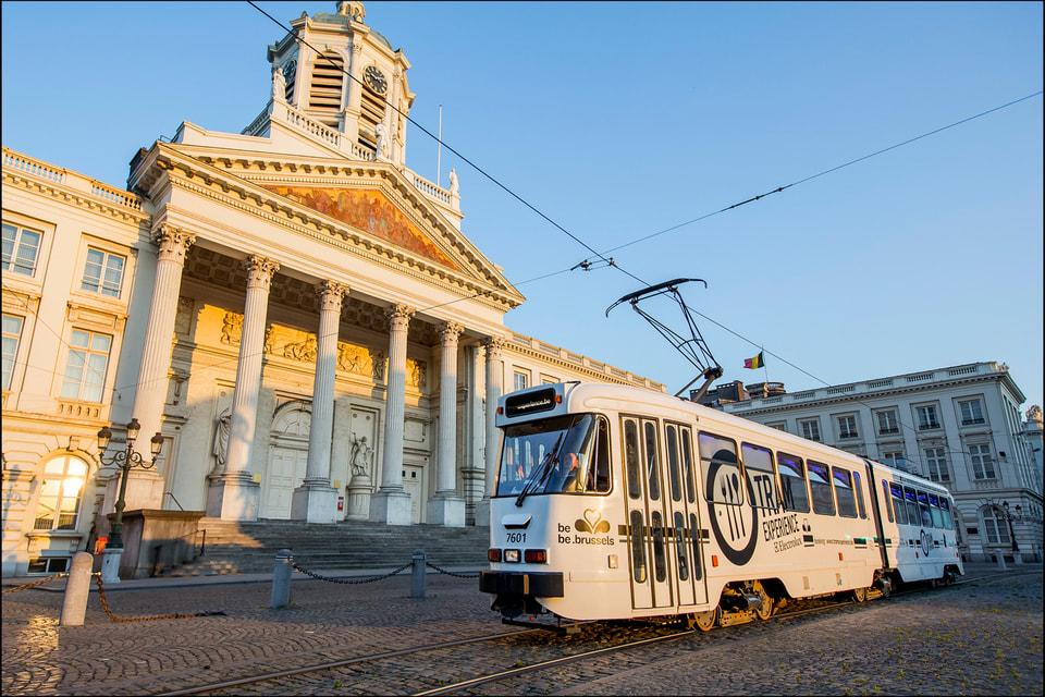 Трамвай-ресторан дает возможность продегустировать 6-7 блюд за два часа поездки