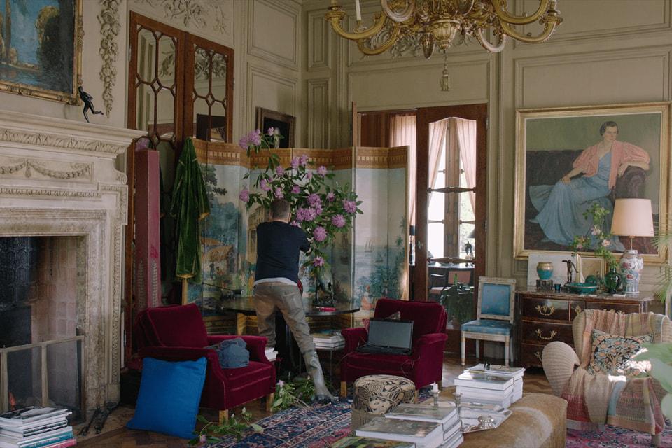 Визуальный документальный рассказ о Дрисе Ван Нотене дает возможность побывать у него дома и в офисе