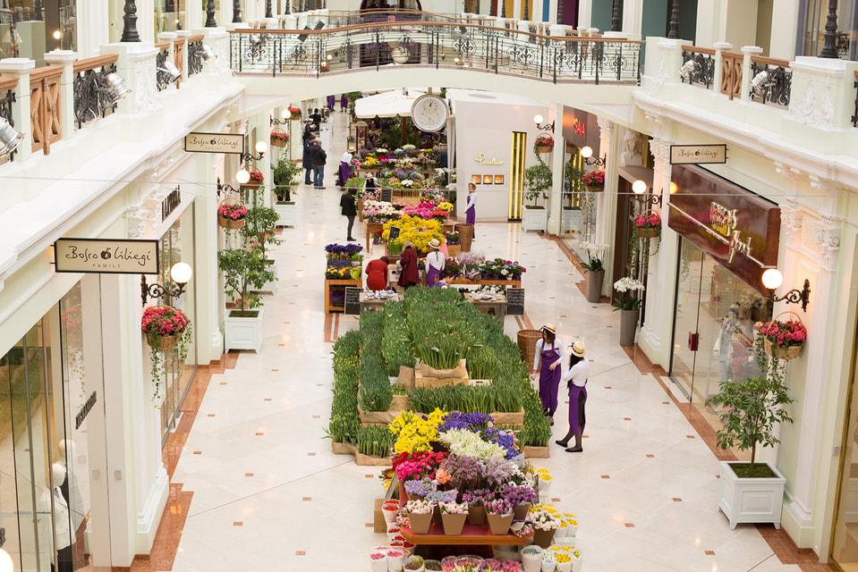 Цветочный базар в Петровском Пассаже