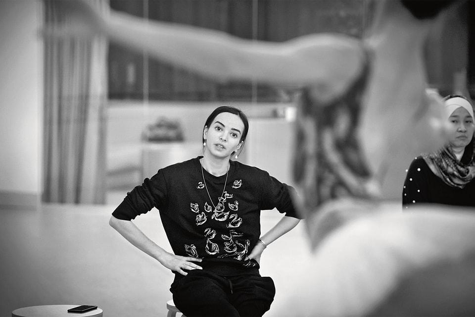 Диана Вишнева проводит занятие с учениками студии