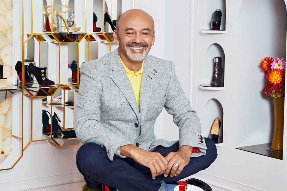 Кристиан Лубутен не только сам создает дизайн обуви и аксессуаров, но и придумывает облик всех своих бутиков