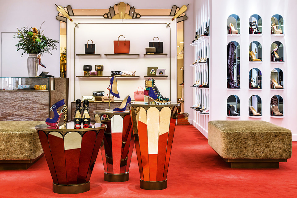 Интерьер московского бутика Christian Louboutin в старинном особняке на Большой Дмитровке создавал сам дизайнер