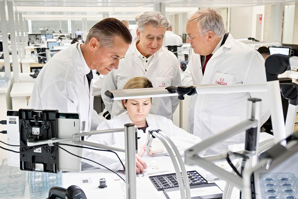 Рейнальд Эшлиманн и Ник Хайек, глава Swatch Group, на открытии новой фабрики Omega