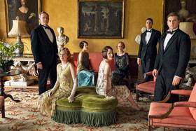 Считается, что именно сериал «Аббатство Даунтон» вернул в моду накрахмаленные воротнички и расшитые бисером вечерние платья