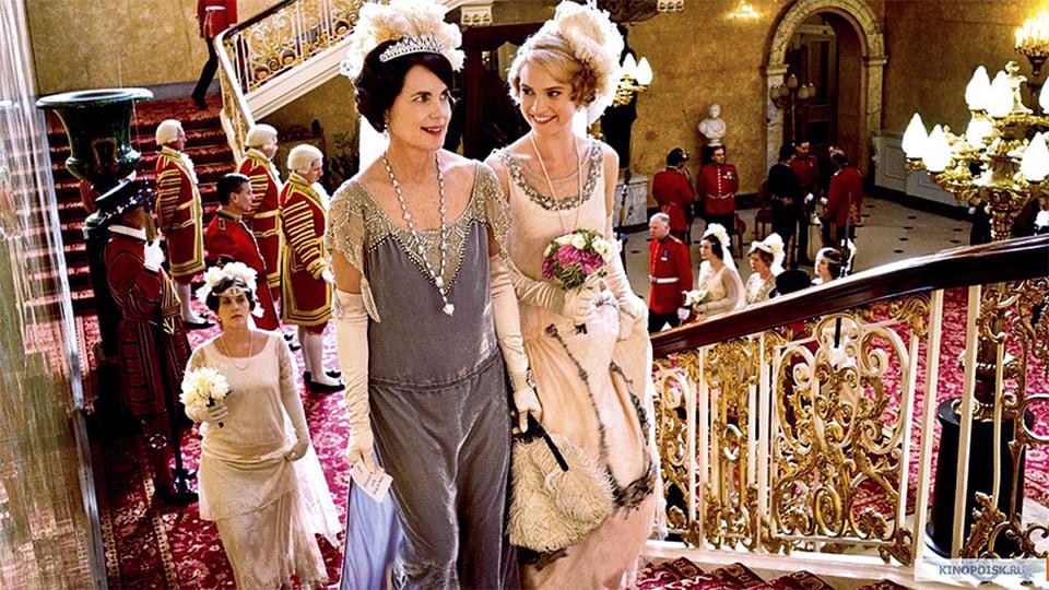 На съемках киносериала нередко использовали и антикварные платья