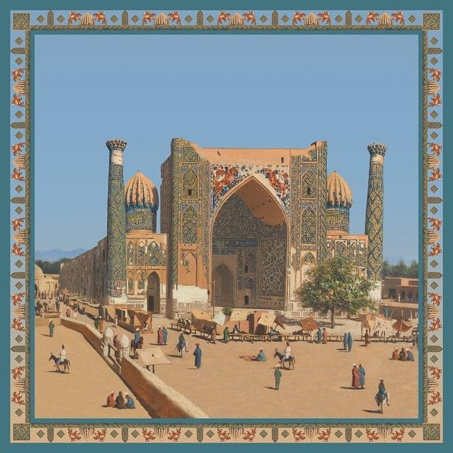 В основе принтов на платках – картины «Дервиши в праздничных нарядах.  Ташкент» и «Медресе Шир-Дор на площади Регистан в Самарканде»