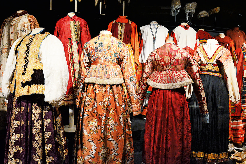 Традиционная русская одежда - часть экспозиции