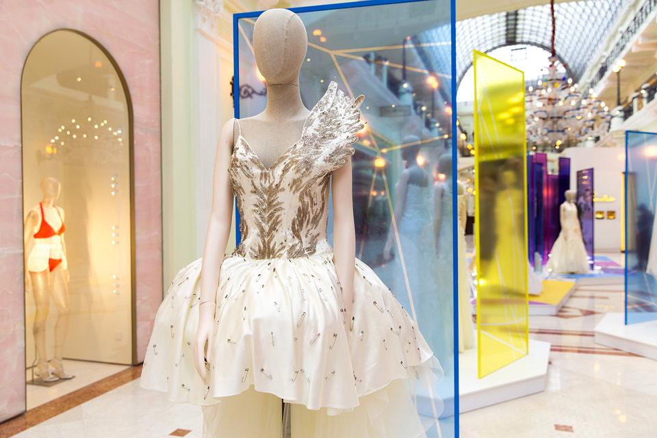 Выставка «В начале было платье!» в «Петровском Пассаже» продлится до 30 апреля