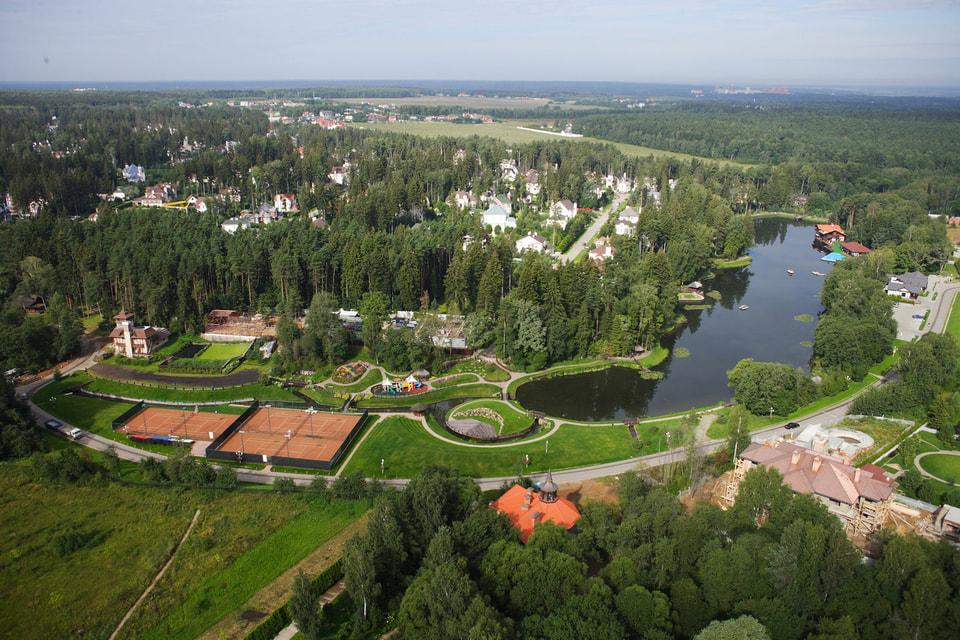 По данным экспертов, с середины 2017 года земельные  участки в самых престижных поселках Рублево-Успенском шоссе в среднем  прибавили в цене около 10%