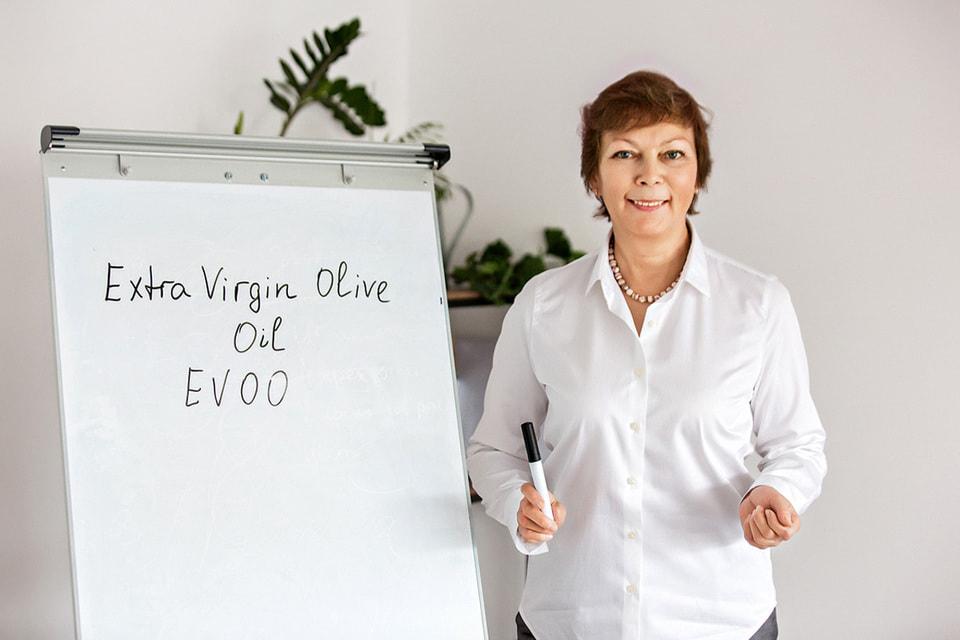 Прежде чем заняться проектом Olive Makers, Ольга Беклемишева окончила Школу оливкового масла в Валенсии