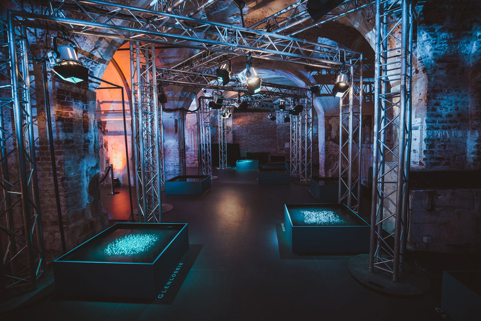 Аудиовизуальная инсталляция «8 голосов» в Музее архитектуры имени Щусева