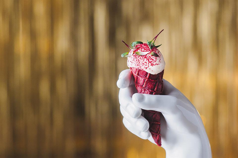 Рожок с мороженым из дикого лосося в ресторане «Кококо»