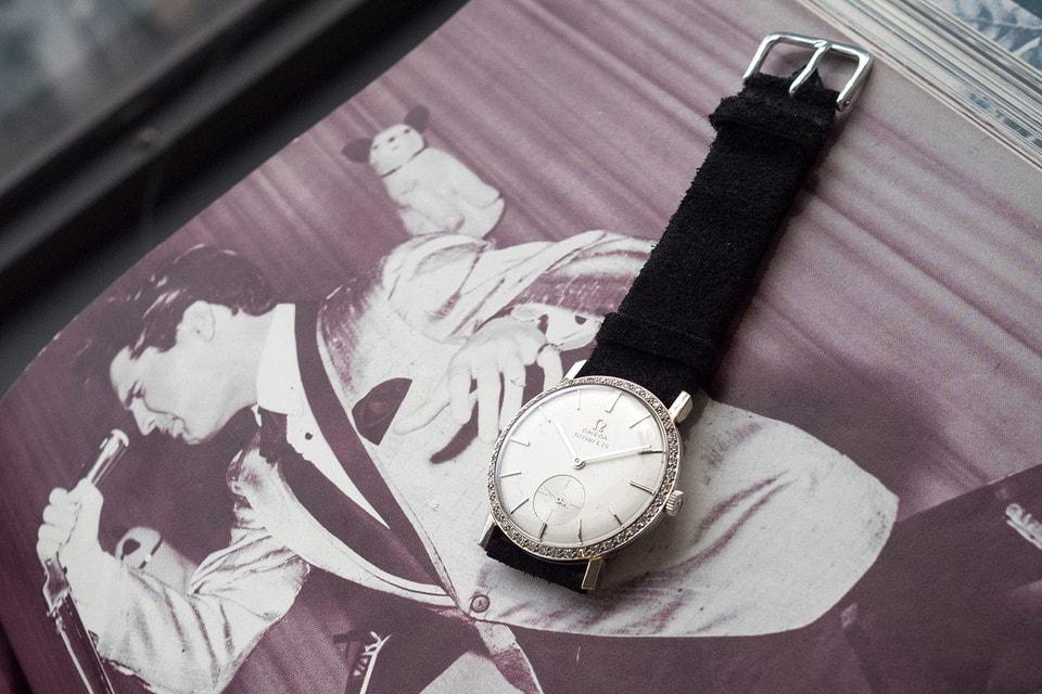 Происхождение      уникальных часов подтверждают несколько фотографий певца с этими часами на запястье, а также сертификат подлинности, подписанный Джимми Велветом, основателем и директором Музея Элвиса Пресли