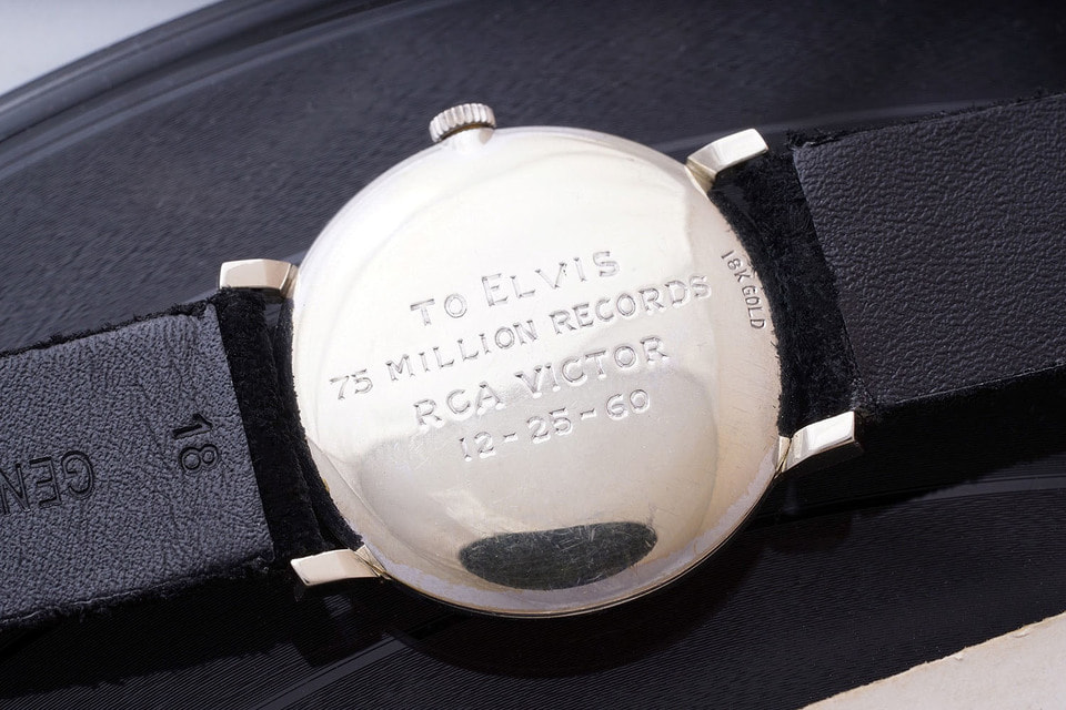 На обратной стороне корпуса  выгравировано: «To Elvis, 75 Million Records, RCA Victor, 12-25-60» («Элвису, 75 миллионов пластинок, RCA Victor, 25 декабря 1960 г.»). Пресли стал первым в истории исполнителем, достигшим такого рекорда продаж