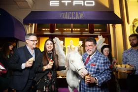 Джакопо и Вероника Этро вместе с Михаилом Куснировичем на открытии выставки Etro.50