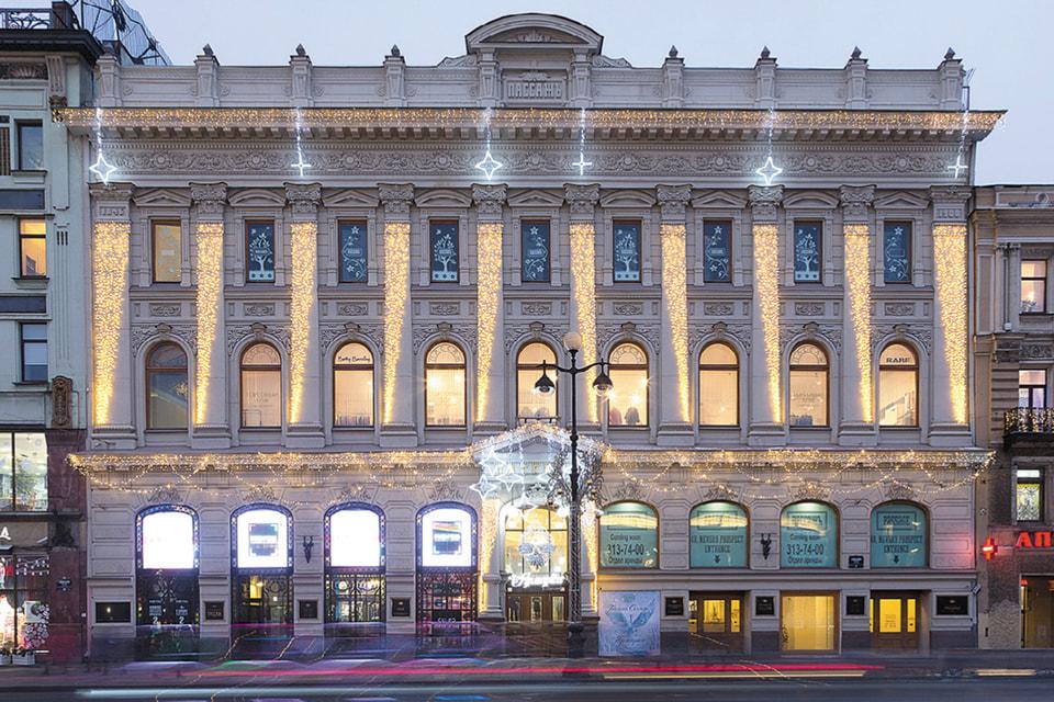 Здание построено по проекту архитектора Рудольфа Желязевича