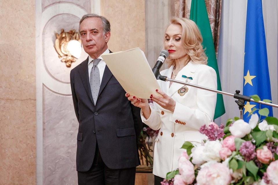 Екатерина Моисеева получила награду из рук Посла Италии в России, господина Паскуале К. Терраччано