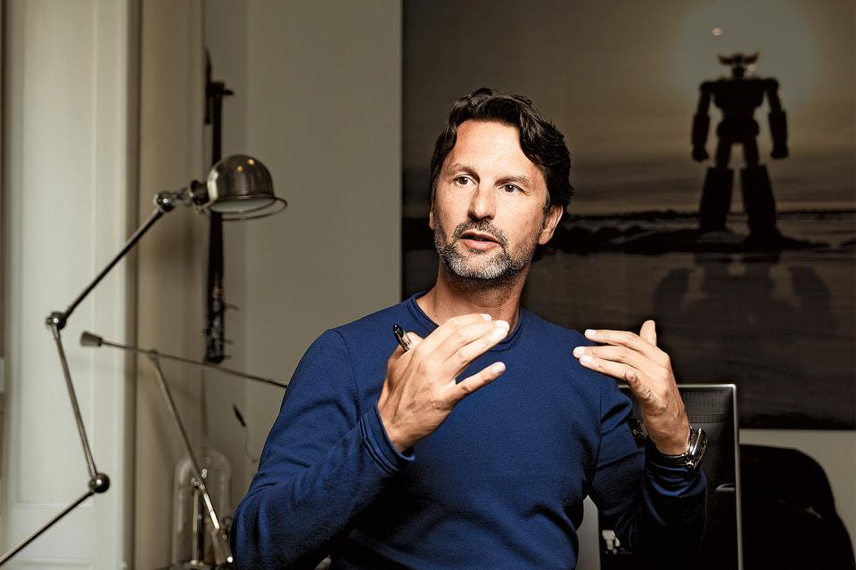 С 2013 года Макс Бюссер, идеолог авангардного часового бренда MB&F, реализует свои детские мечты, придумывая музыкальные шкатулки, настольные часы и пишущие инструменты в союзе с талантливыми соавторами