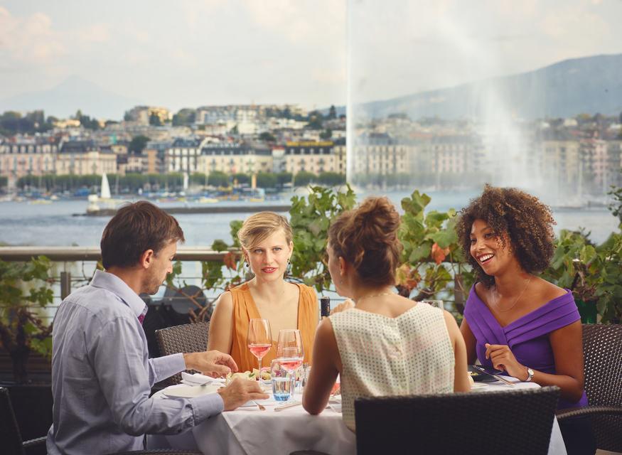 Ужин с видом на главный фонтан Женевы запомнится вам надолго©GenèveTourisme