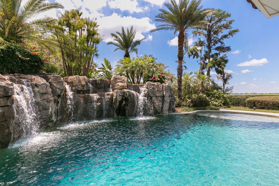 На площадке для отдыха, прозванной хозяином дома «Шак-апулько», есть даже свой водопад